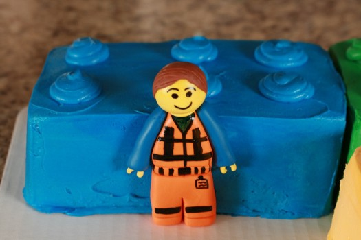 How to Make Emmet Figurine Topper from Lego Movie