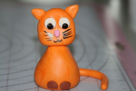 Kitten cake topper