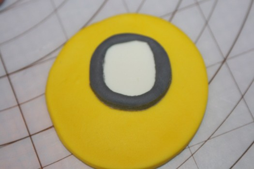minion cupcake (14) (525x350)