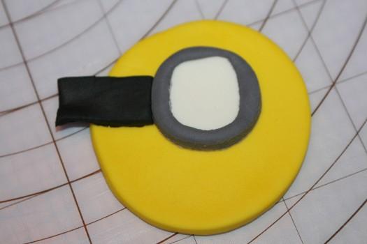 minion cupcake (15) (525x350)