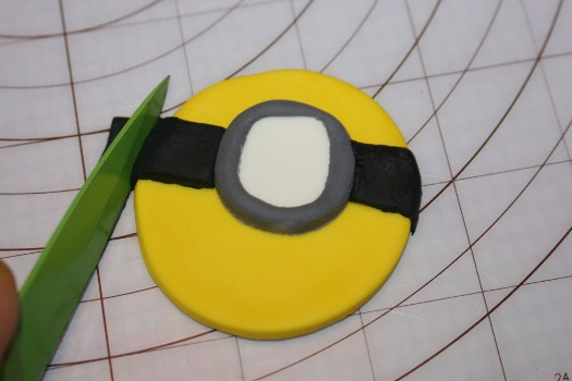 minion cupcake  (17) (525x350)