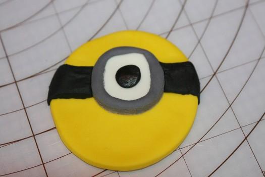 minion cupcake  (20) (525x350)