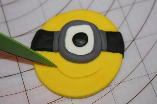 minion cupcake (23) (525x350)