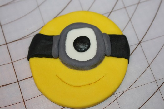 minion cupcake  (24) (525x350)