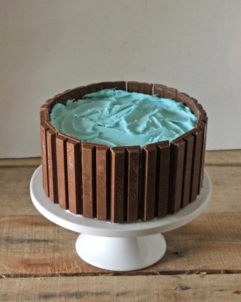 How to Make a Kit Kat Candy Cake 03