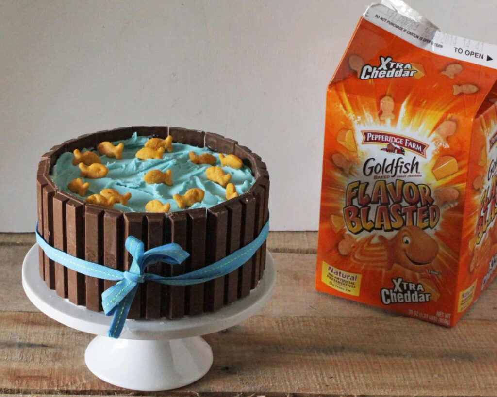 How to Make a Kit Kat Candy Cake 06