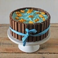How to Make a Kit Kat Candy Cake 07