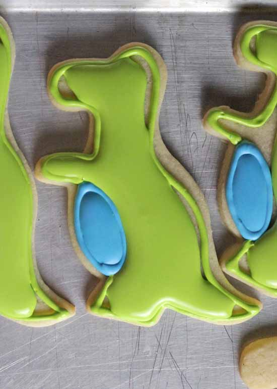 How to Decorate T-Rex Cookies 05