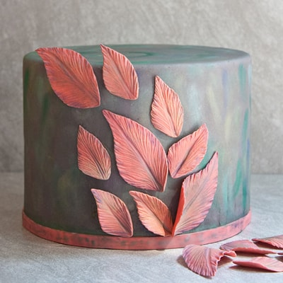 "How to make ""feather-inspired"" leaf cake decorations"