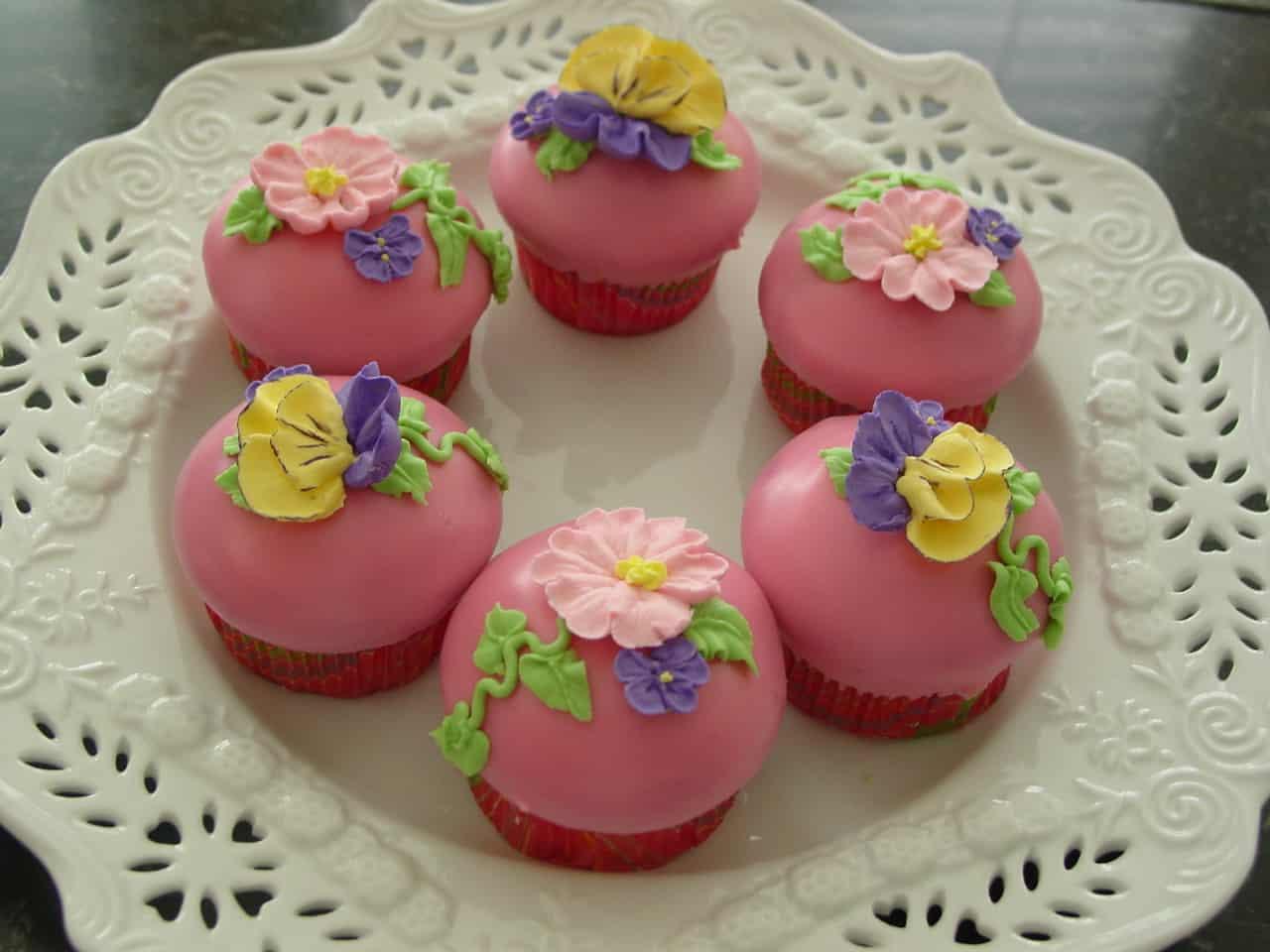 Pretty poured fondant cupcakes