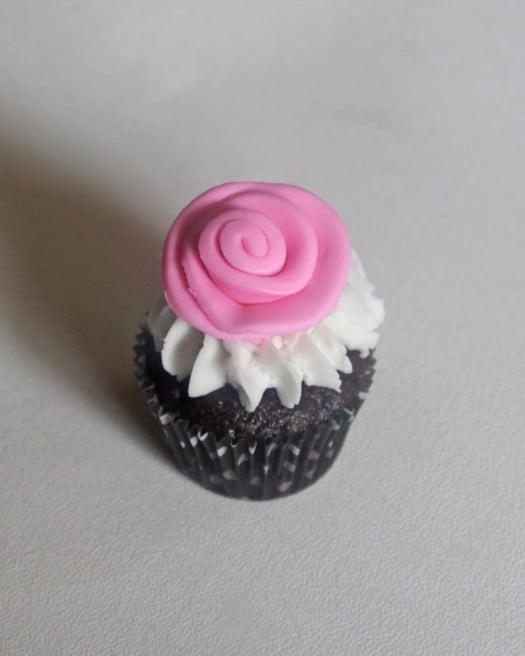Ribbon Rose Cupcake