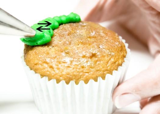 red-poinsettia-cupcakes-1
