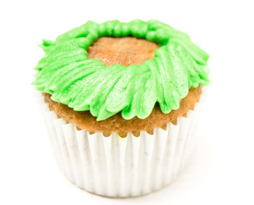 red poinsettia cupcakes 3