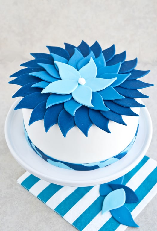 blue ombre flower cake