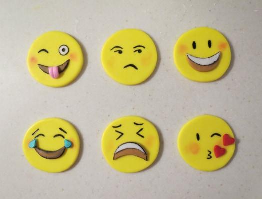 how to make emoji cupckes