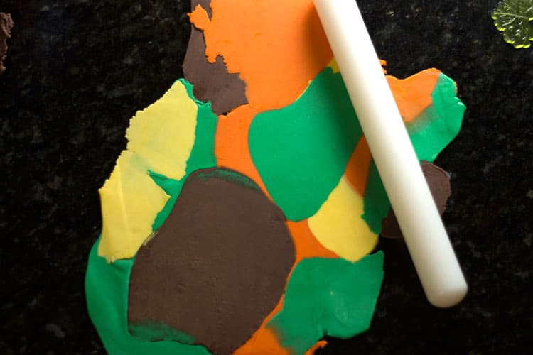 How-to-Make-Fall-Leaves-Cupcake-Toppers-06