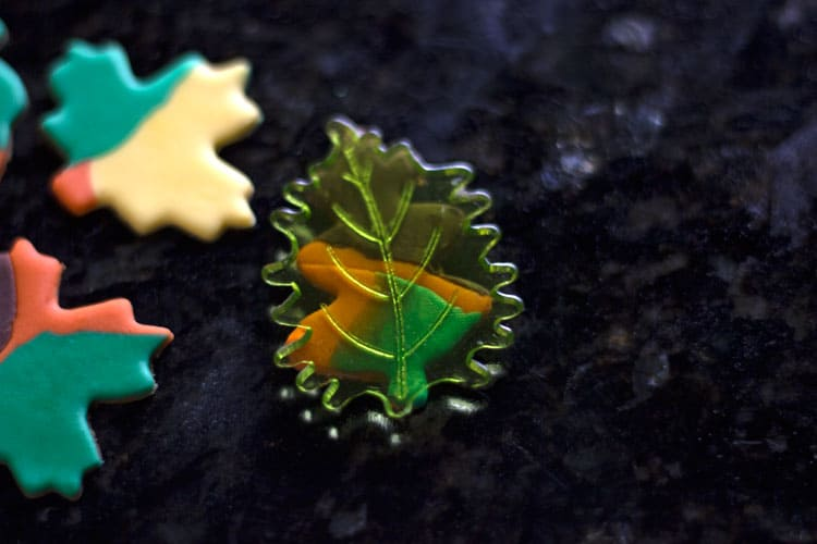 How-to-Make-Fall-Leaves-Cupcake-Toppers-08