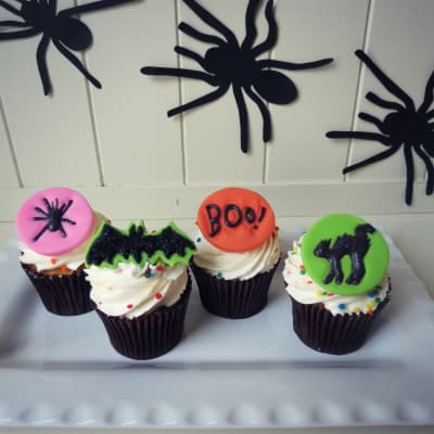 How to Make Spooky Silhouette Cupcake Toppers