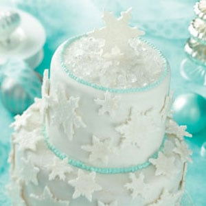 A Snowy Cake to Get You in the Winter Spirit