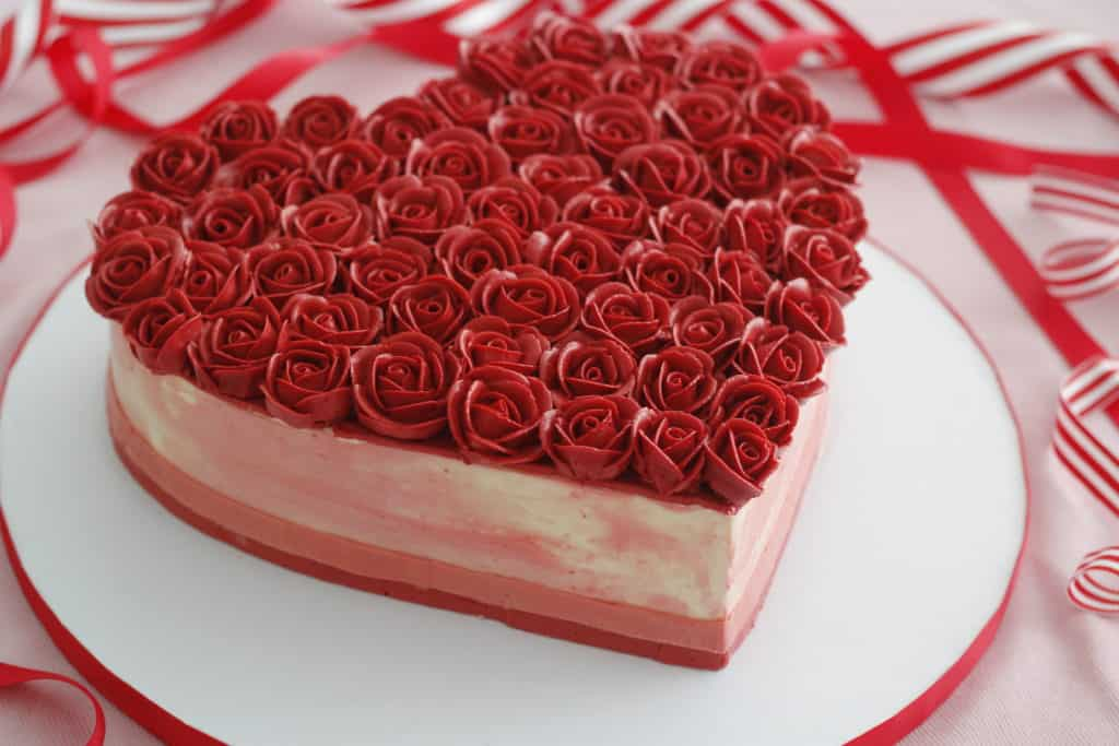 Beautiful Heart Cake Images : Heart Shaped Cake with Buttercream Roses
