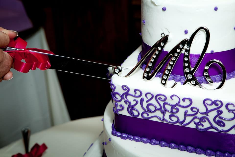 customized flavors can add up to wedding cake prices