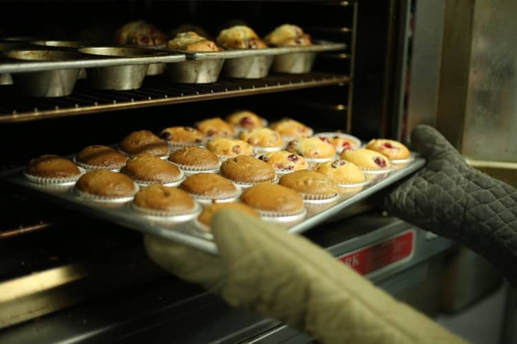 Baking Pan with cupcakes