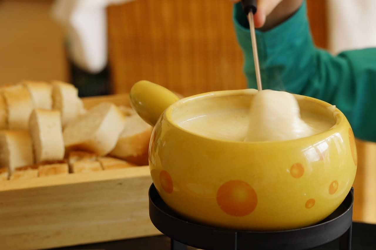 The Best Fondue Pot for An Amazing Night In (Or Hosting Guests)